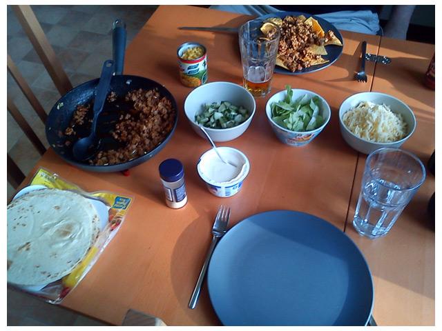 Sambon har lagat tacos till middag