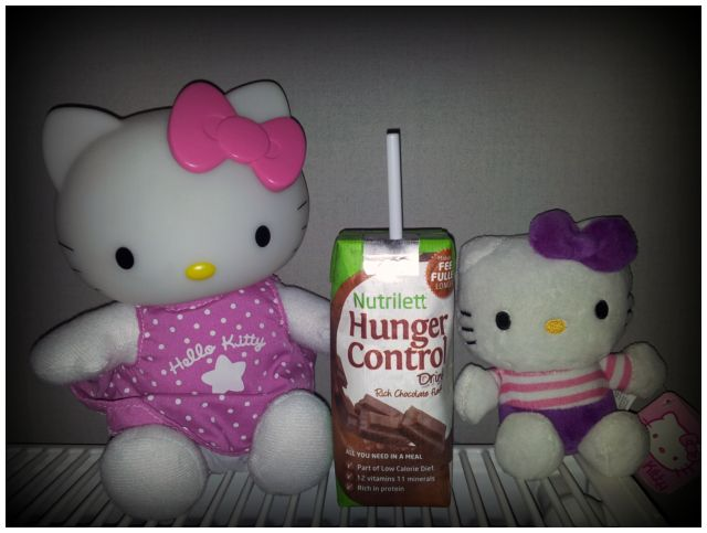 2011-08-12 Hello Kitty samlingen med Nutrilett Rich Chocolate shake