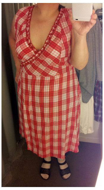Fin rödrutig klänning i storlek från KappAhl, sommarkollektionen 2011