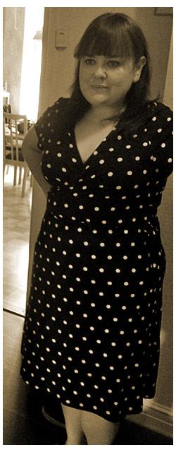 2011-08-25 Jag i svartvitt omlottklänning från KappAhl