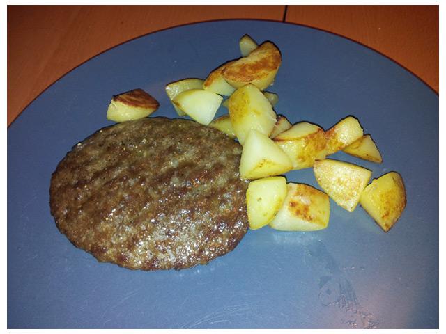 2011-08-26 Fredags middag: Stekt potatis med hamburgare