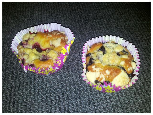 2011-08-27 Sambons lördagsgott: Hallon- och blåbärsmuffins