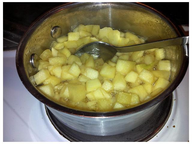 Socker och sirap kokta äppelbitar, fyllning till paj