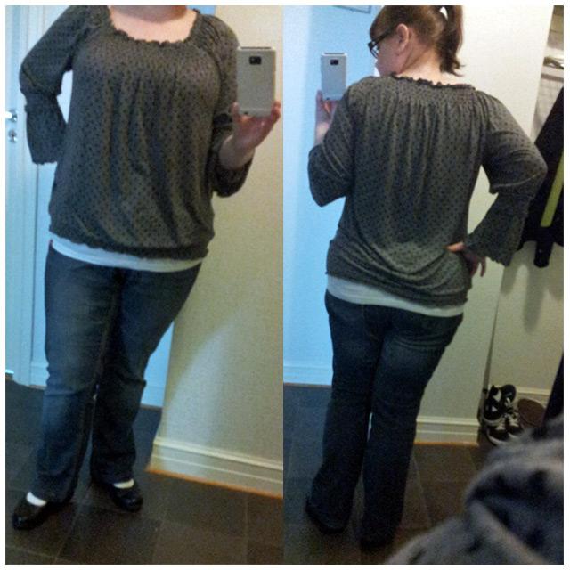 2011-08-31 Dagens klädsel: KappAhl bootcut jeans och prickig topp med vit esprit linne under och nya Joya skorna