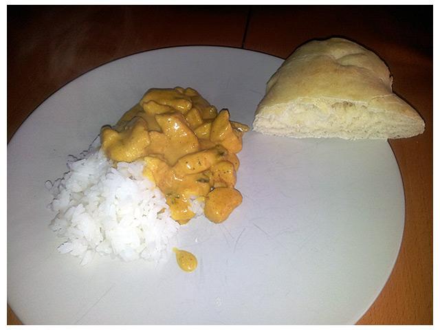 2011-09-10 Dagens middag: kyckling curry med eget laktosfritt hembakat indiskt naan bröd