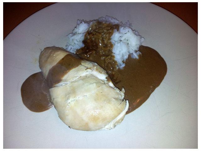 2011-09-19 Dagens middag: helgrillad kyckling med taste of bag bbq krydda, jasmin ris och sås från skyn