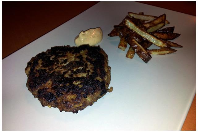 Pannbiff med rostad potatis och chilibearnise