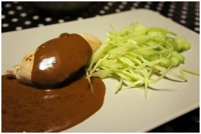 Söndagsmiddag; ugnsgrillad kyckling med Knorr Bag of Taste paprika, vitkål och gurka samt gräddsås