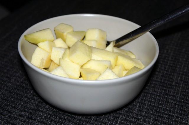 Min lunch, två stora tärnade äpple
