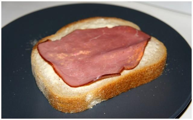 Smörgås på Pågens Lantbröd med laktosfritt valio smör och nötrulle pålägg