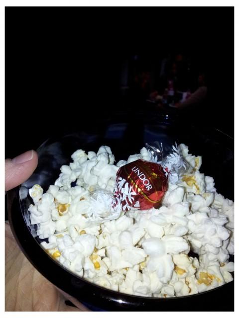 15 gram OLW Popcorn Less Fat, 2 propoints och 1 Lindt Lindor mjölkchoklad 2 propoints