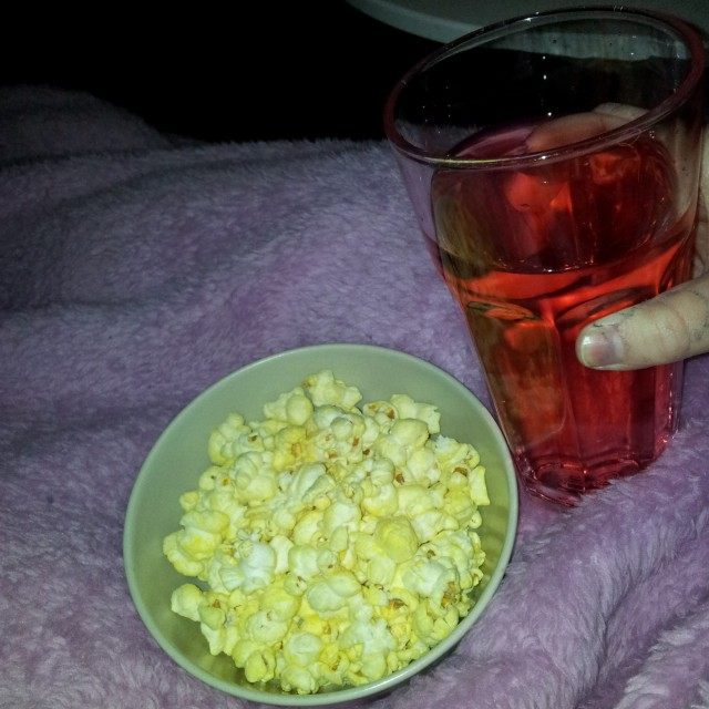 Fun light Strawberry saft och 40 gram cheddar popcorn = 5 propoints