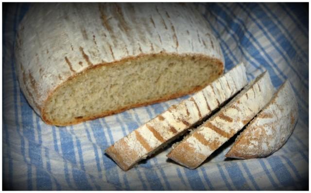 Nybakat matbröd i skivor