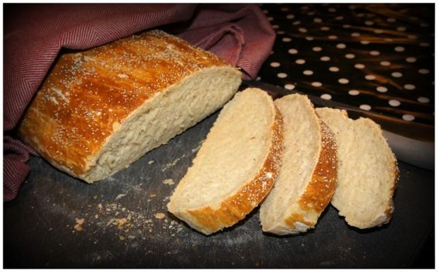Franskbröd bakat med jäskorg, recept på vatten, honung, vetemjöl, smör, jäst och salt