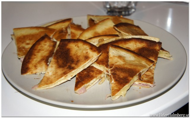 Kvällsmat till melodifestivalen, Quesadillas med ost och skinka