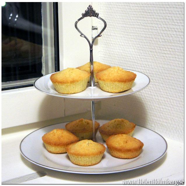 Odekorerade cupcakes på nya kakfatet