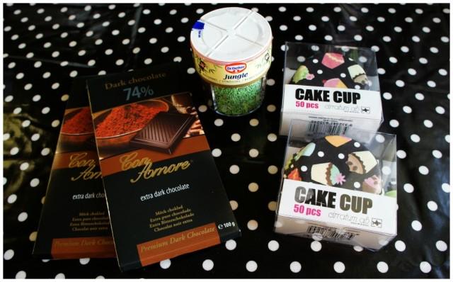 74% mörk choklad 9 kr/st, Dr.Oetker Jungle strössel ca 20 kr/st och Cupcake formar 8 kr/50 styck