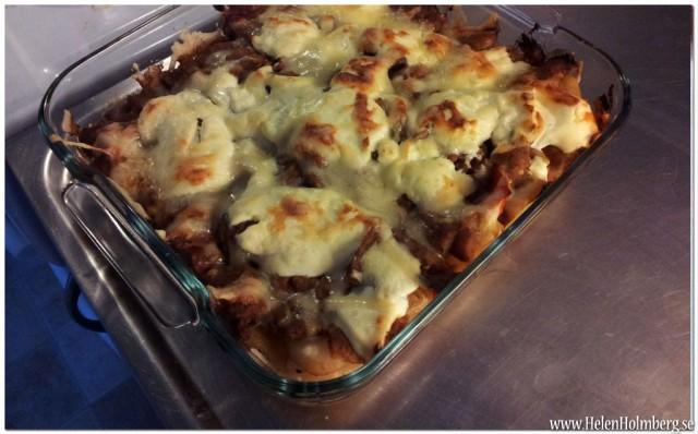 Findus Moussaka, en grekisk köttfärsgratäng med skivad potatis, grillad tomat & aubergine.