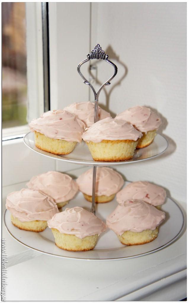 Cupcakes på olja med jordgubbskräm