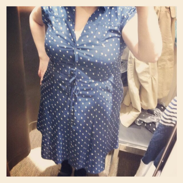 Min underbart fina prickiga klänning som jag handlade på KappAhl