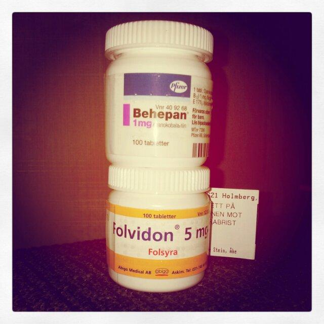 Hämtade ut min folsyra och b12 medicin på apoteket, tar dem mot min b12 brist
