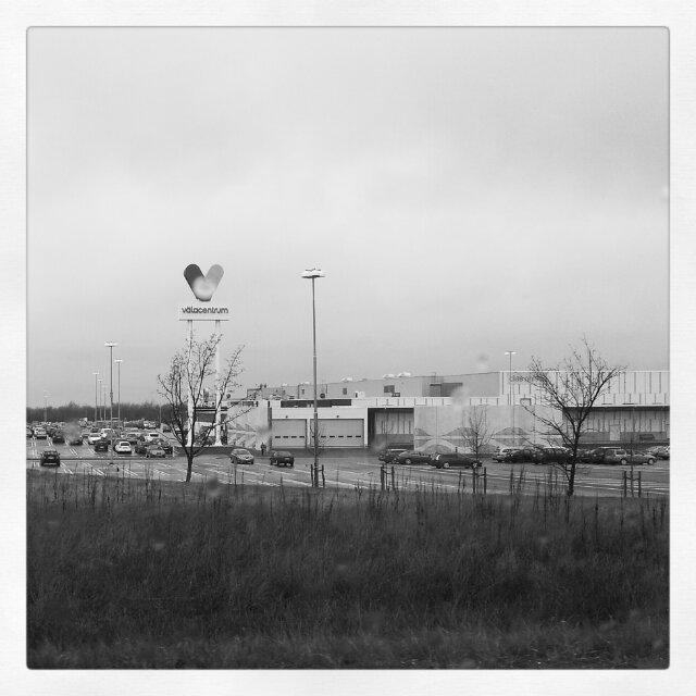 Blev ett Väla Köpcentrum besök i regnet före vi hälsade på hos svärfar