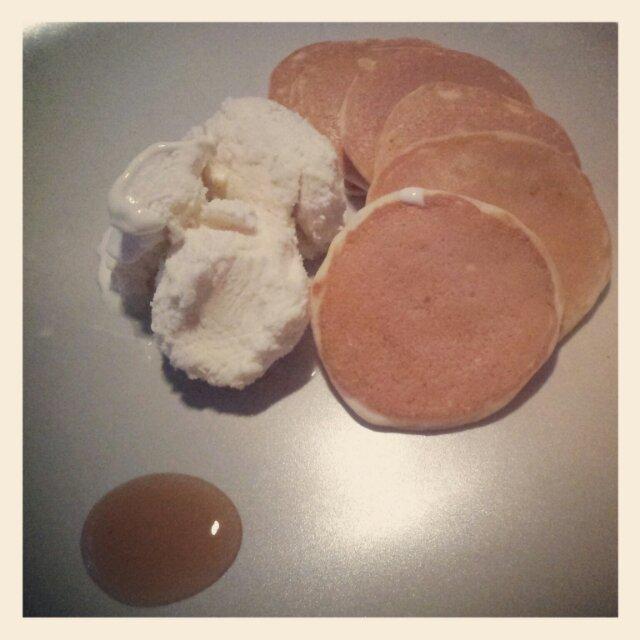Amerikanska pannkakor med laktosfri vaniljglass