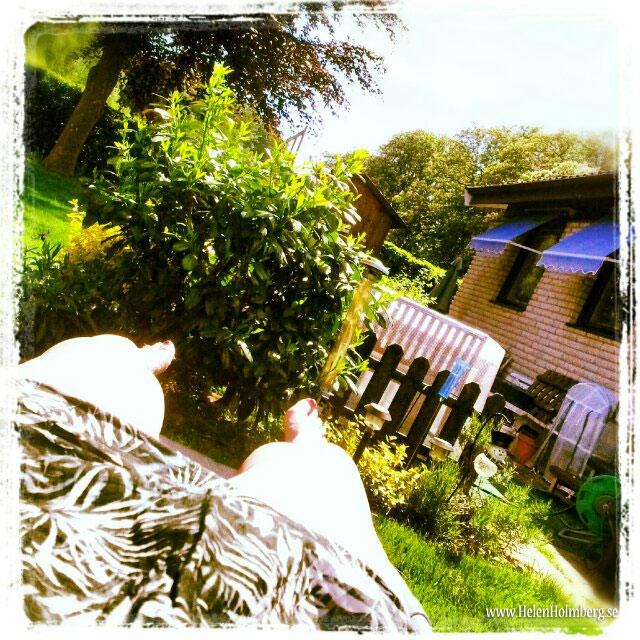 solar i mamma och pappas trädgård i Mörarp en stund