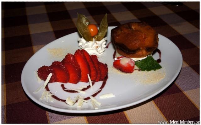 God italiensk Dolci - dessert på La trattoria Linetti med smak av jordgubb, likör och kanel