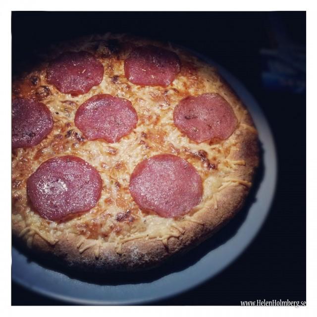 Tisdagens middag, pizza traditizionale salami