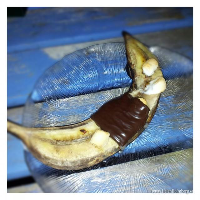 Efterrätt - grillad bananhalva med aftereight och marchmallows