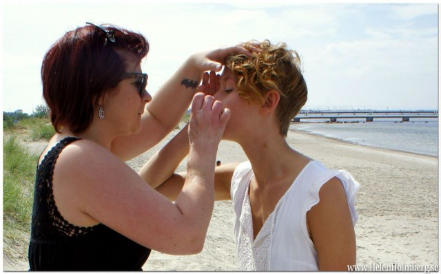 Makeup Artist Andrijana fräshar upp Felicia Andrésdottirs smink