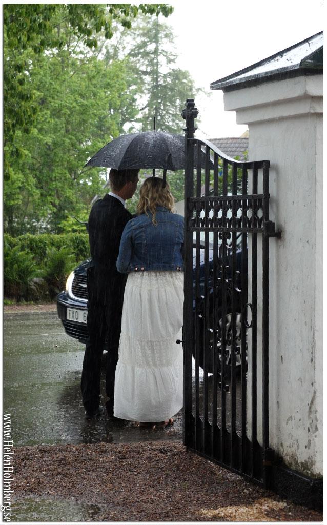 Nygifta i regnet