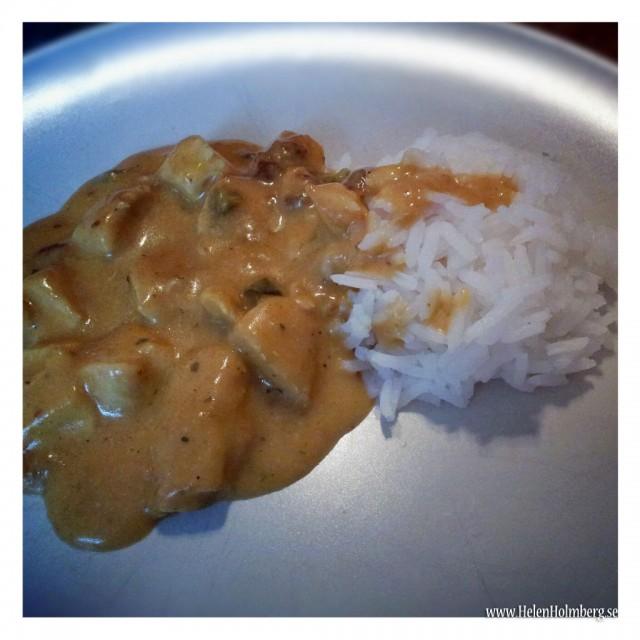 Kyckling curry med ris gjord på Knorr mix, kycklingfilé, lätt creme fraiche och matolja
