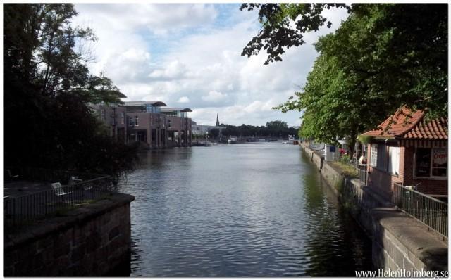 Kanalen runt Gamla Stan, till vänster Radison blu Hotell Senator
