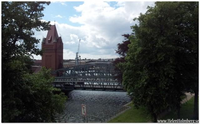 """Från bron till """"gamla stan"""" kan man se K16 bron, coolt med kanalbroar som fälls upp"""