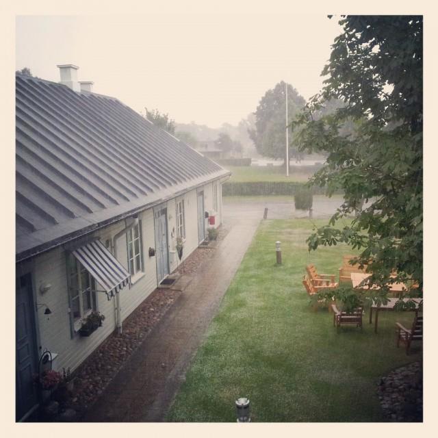 Rejäl regnskur och åska i lilla Mörarp