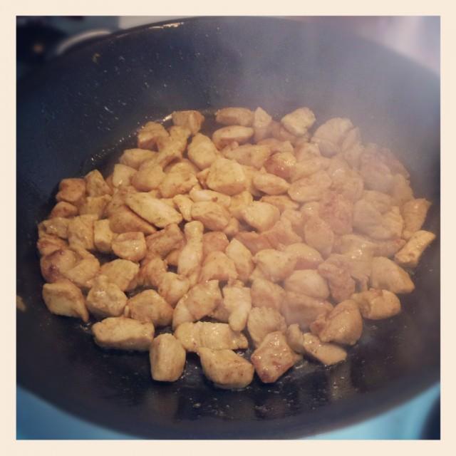 Steker tärnad och currymarinerad kycklingfile