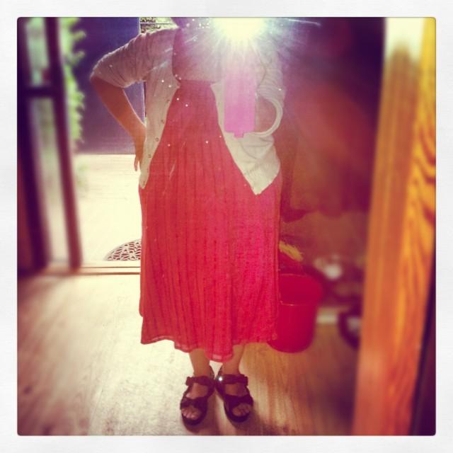 Invigde nya rosa-röda KappAhl XLNT kjolen/klänningen med min kofta från Vila
