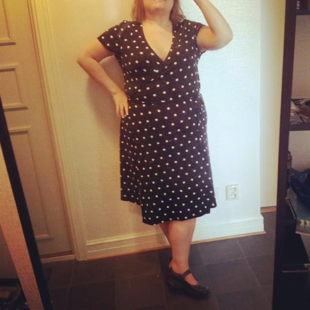 Min fina polkadot (prickiga) KappAhl klänning från sommaren 2011
