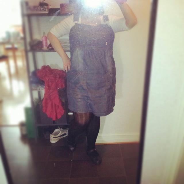 Min stil idag, jeansklänning från JSFN ellos, topp Vila, strumpbyxor från KappAhl och skor från joya