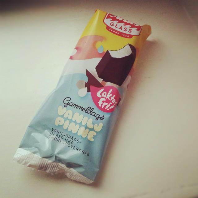 Laktosfri vaniljglasspinne med choklad