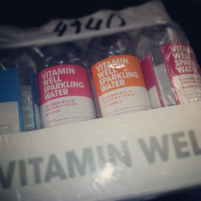 Vitamin Well vatten med smak av Hallon, Persika och Blodapelsin