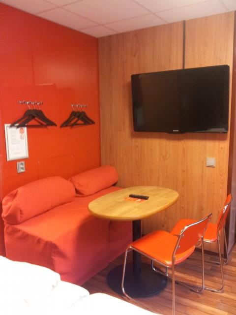 Tv och matplats alternativa sängplatser för 2 personer till, på Omena hotels Stockholm