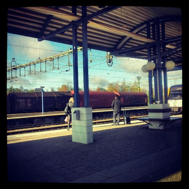 Nässjö station, någonstans i Småland via ett x2000 fönster