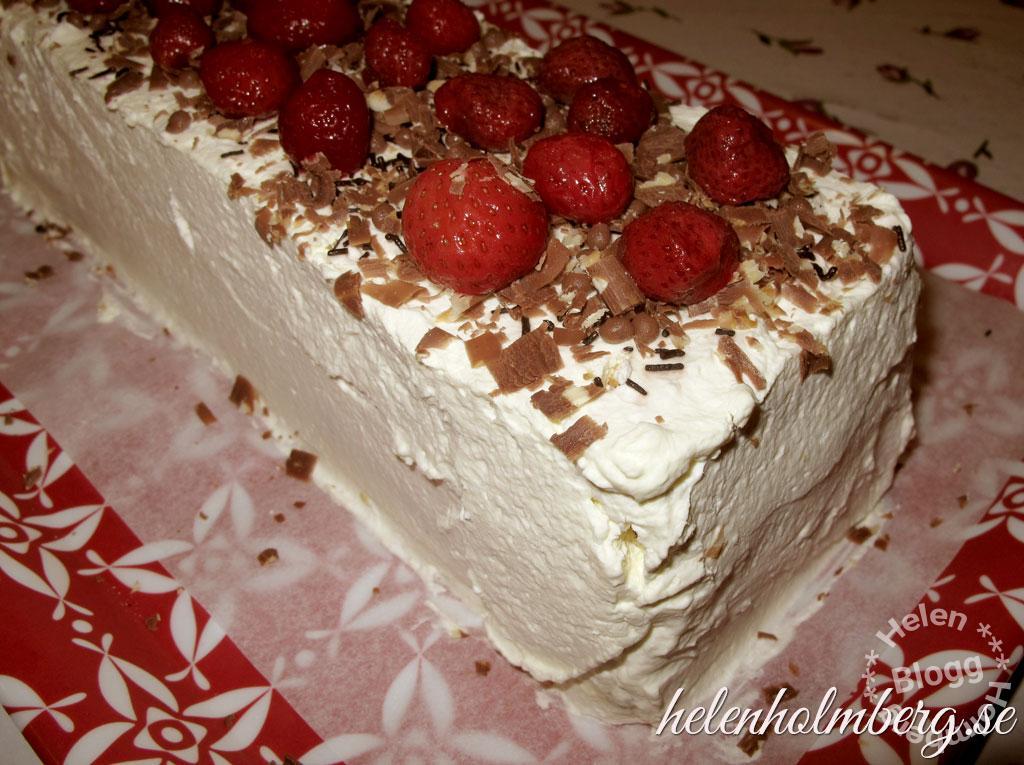 Laktosfri gräddtårta med jordgubbar och choklad