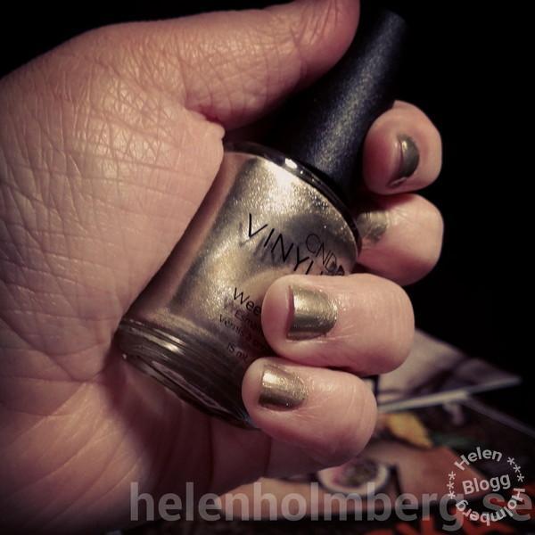 Nyårsfina naglar #CND #Vinylux #LocketLove #128 #nyår #newyear #nails #naglar