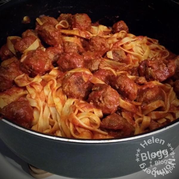 Fredags middag #fredag #helg #middag #hemlagat #pasta #köttbullar #ladyochlufsen