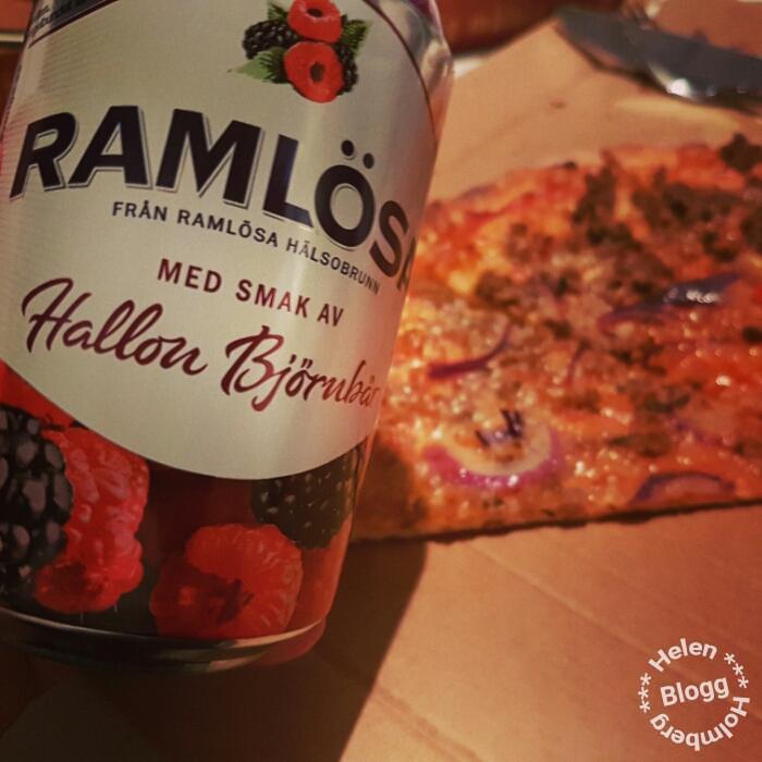 Myslördag i soffan med pizza och filmkväll