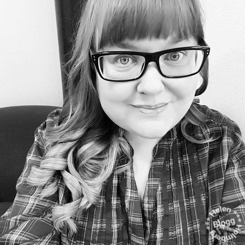 Helen J Holmberg nyklippt och lockat hår